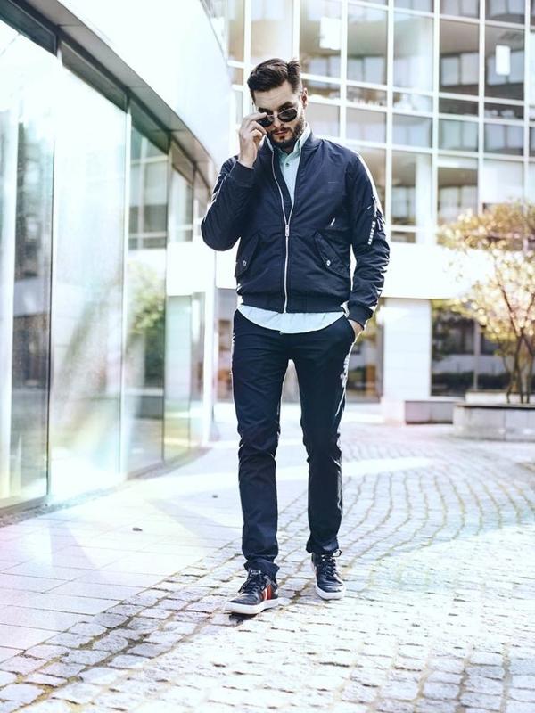 Stylizacja nr 256 - okulary przeciwsłoneczne, kurtka przejściowa, elegancka koszula, spodnie chinosy, buty