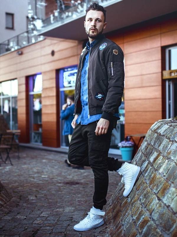 Stylizacja nr 261 - kurtka przejściowa, koszula jeansowa, spodnie bojówki, buty