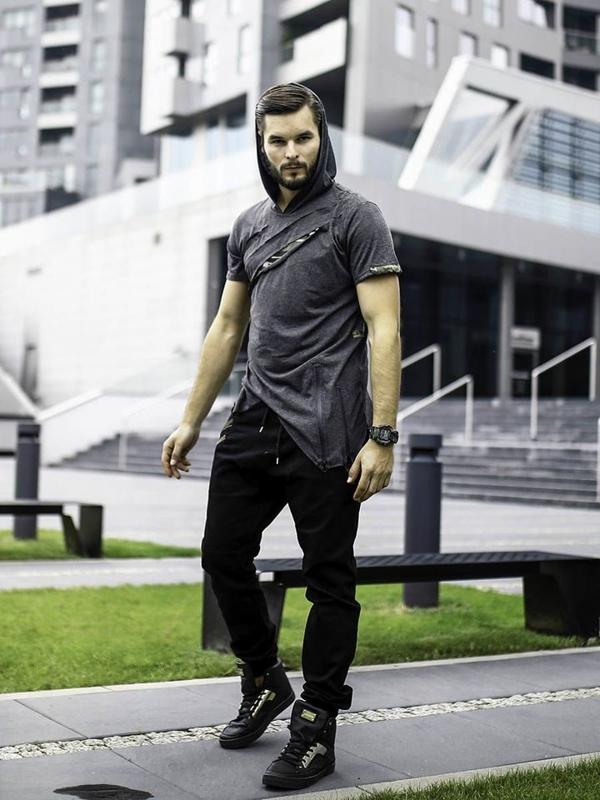 Stylizacja nr 283 - zegarek, T-shirt z kapturem, joggery, buty sneakersy