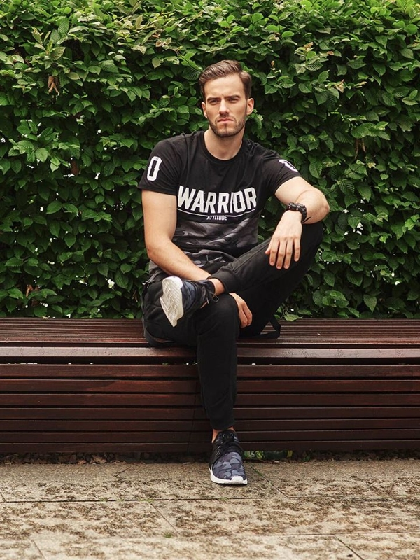 Stylizacja nr 287 - zegarek, T-shirt z nadrukiem, spodnie baggy