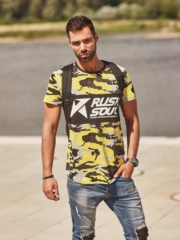 Stylizacja nr 292 - zegarek, bransoletka, T-shirt z nadrukiem, jeansowe joggery