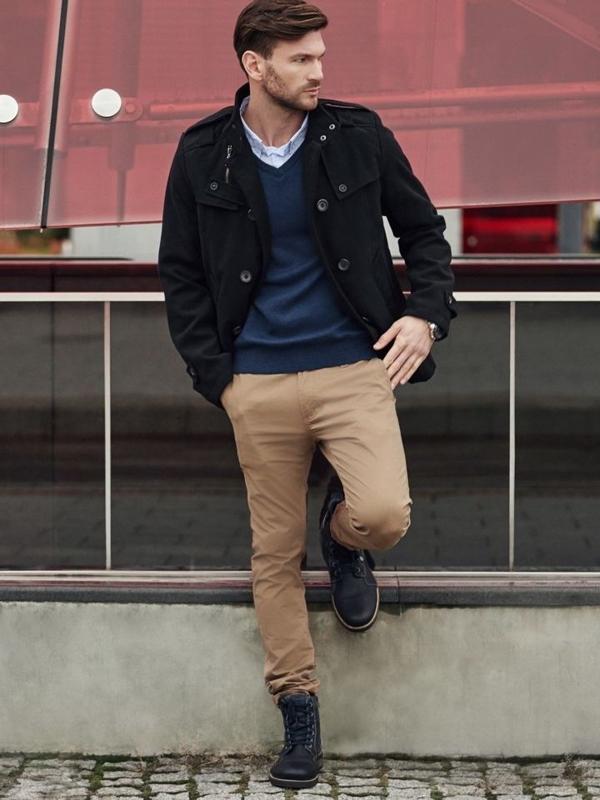 Stylizacja nr 349 - zegarek, płaszcz męski, sweter w serek, spodnie chinosy