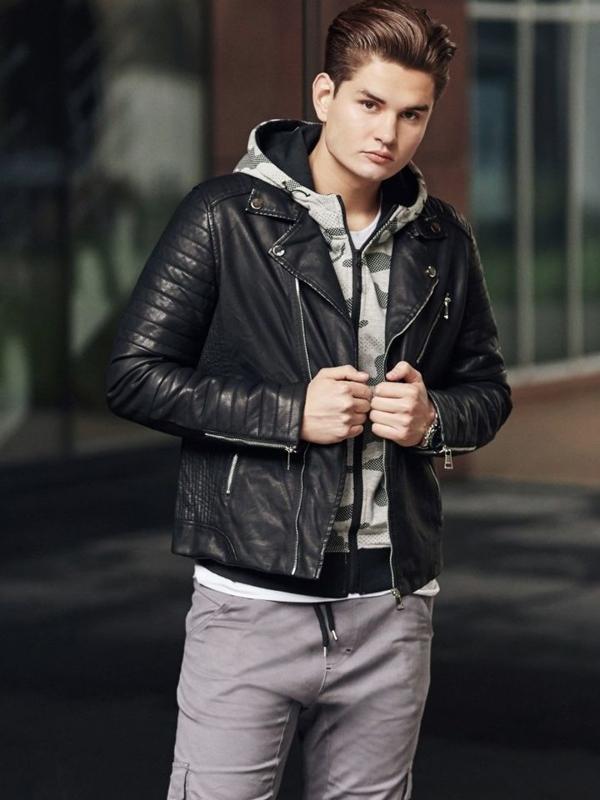Stylizacja nr 352 - zegarek, kurtka skórzana, bluza rozpinana, spodnie joggery