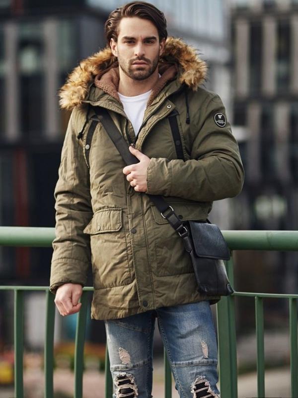 Stylizacja nr 368 - torba na ramię, kurtka zimowa parka, sweter rozpinany, T-shirt basic, jeansowe joggery