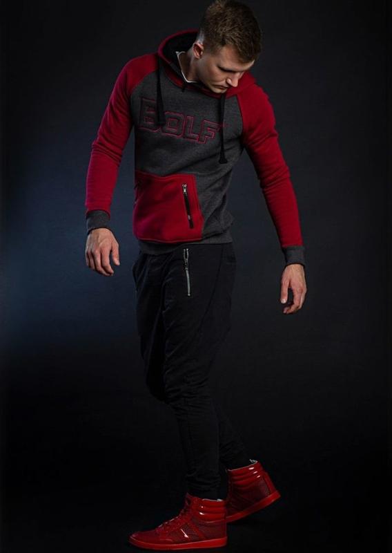 Stylizacja nr 38 - bluza z kapturem, spodnie joggery, buty