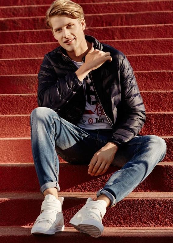 Stylizacja nr 66 - kurtka, T-shirt, spodnie jeansowe, buty