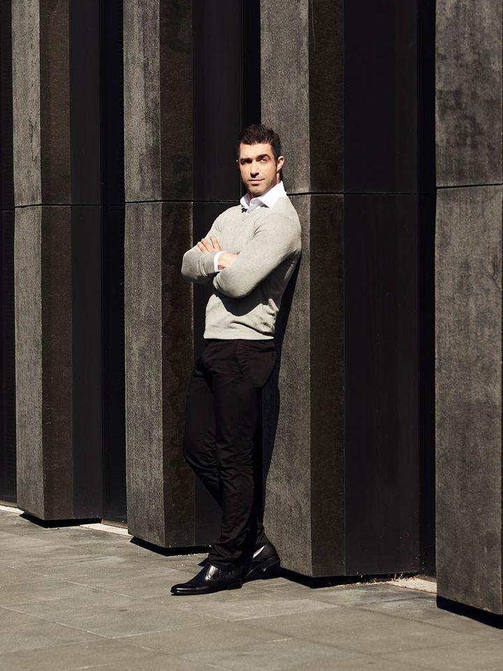 Stylizacja nr 311 sweter w serek, elegancka koszula