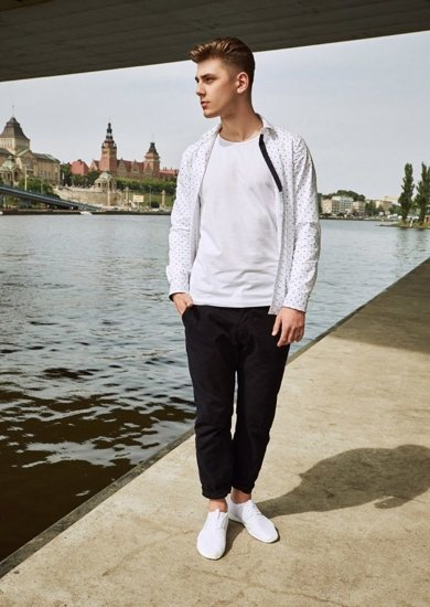 Stylizacja nr 13 - koszula, T-shirt, spodnie chinosy, buty