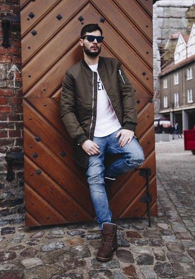 Stylizacja nr 180 - kurtka przejściowa, T-shirt z nadrukiem, spodnie jeansowe