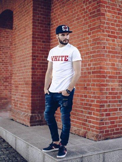 Stylizacja nr 259 - czapka z daszkiem, zegarek, T-shirt z nadrukiem, jeansowe joggery, buty