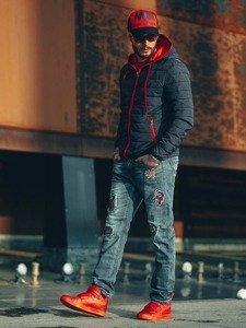 Stylizacja nr 127 - czapka z daszkiem, kurtka przejściowa, bluza bez kaptura, spodnie jeansowe, buty sneakersy